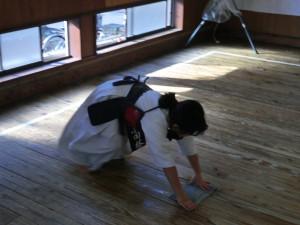雑巾がけの姿も様になっています(^^)きっと剣道も上達だね!!