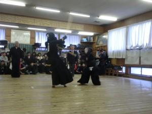五段以下の名勝負。菅野剣士の突きが柴田剣士を捉えました!