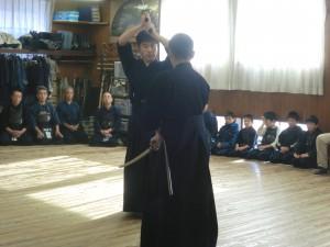 打太刀:教士七段河野先生、仕太刀:六段佐藤先生に形を演武いただきました(^^)!