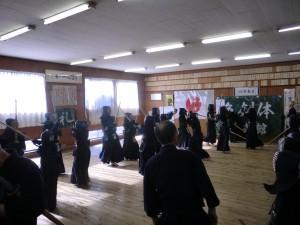 続いて中学生が小学生の剣士を元立ちを務めます(^^)!