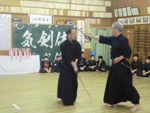 迫力のある剣道形を剣士たちも真剣に学んでいました!