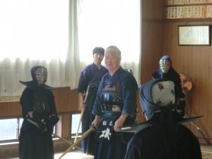 八段の磯先生が剣士にご指導くださいました