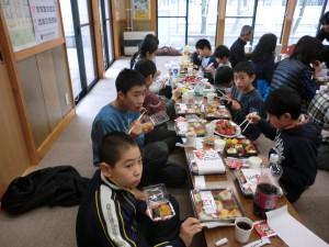 お餅とお食事を先生、剣士、父母の会の皆様と(^_-)-☆