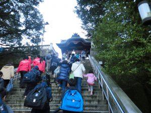 二荒山神社の階段をのぼって会場へGO!